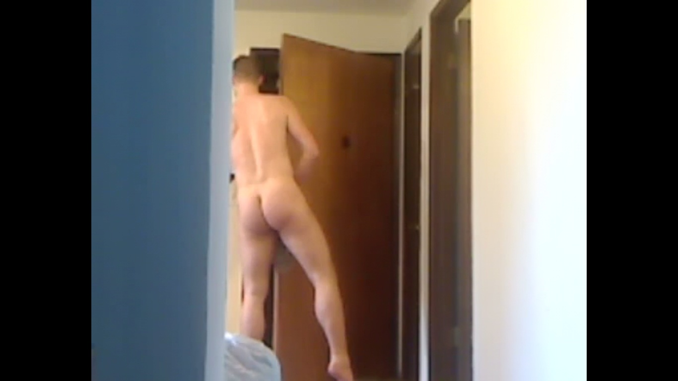 Answer door naked for pizza video