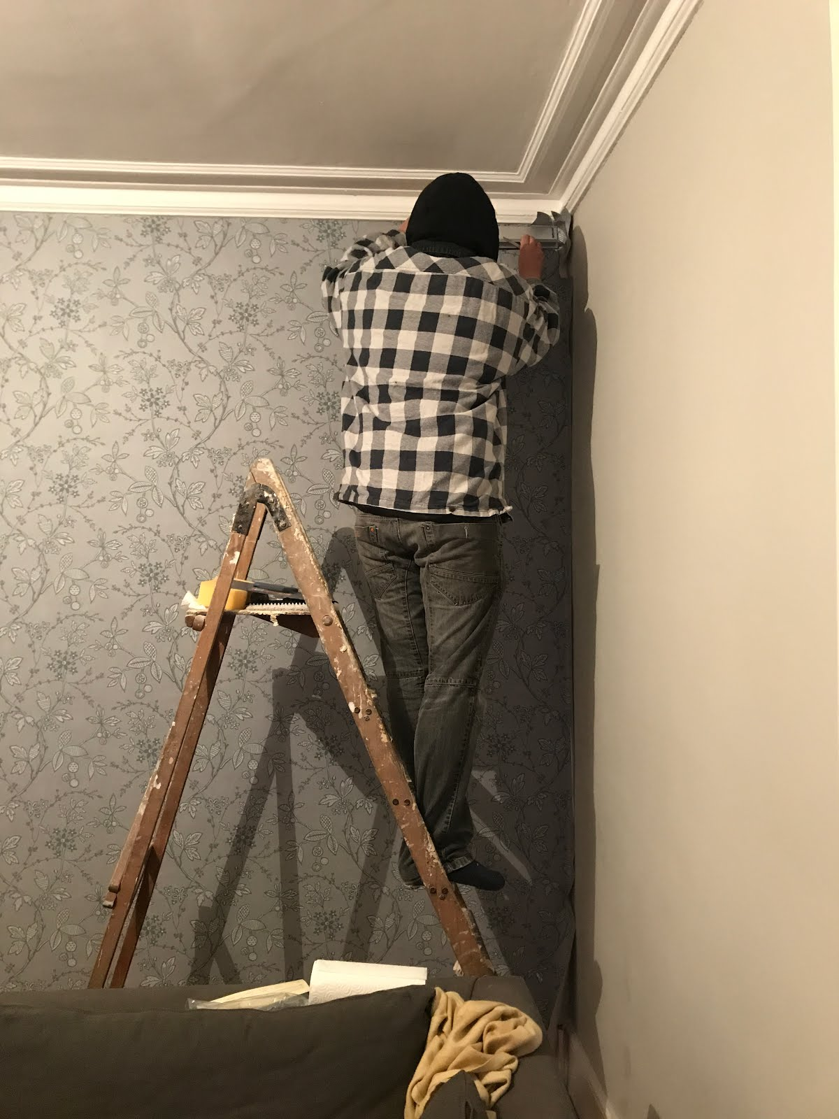 cutting wallpaper in corners