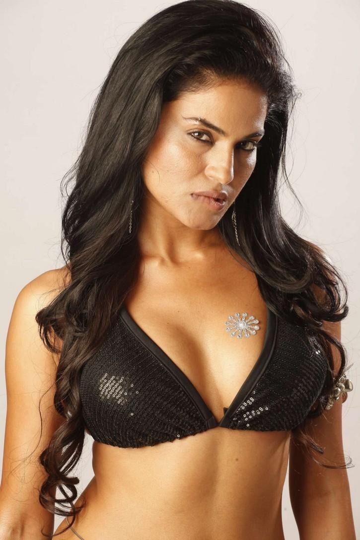 Veena Malik Smoking Hot And Sexy Navel Pics Stills Photos -8450