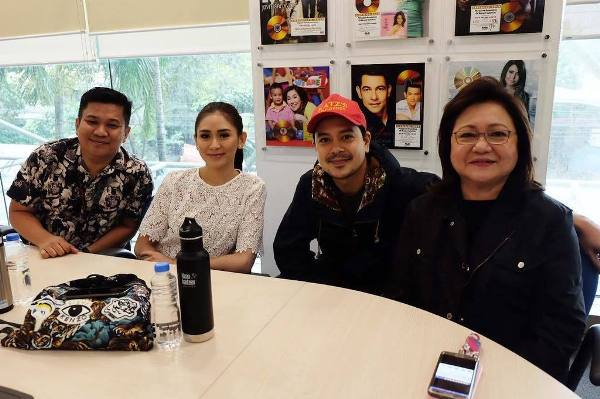 "John Lloyd Cruz and Sarah Geronimo reunite in new movie ""Dear Future Husband"""