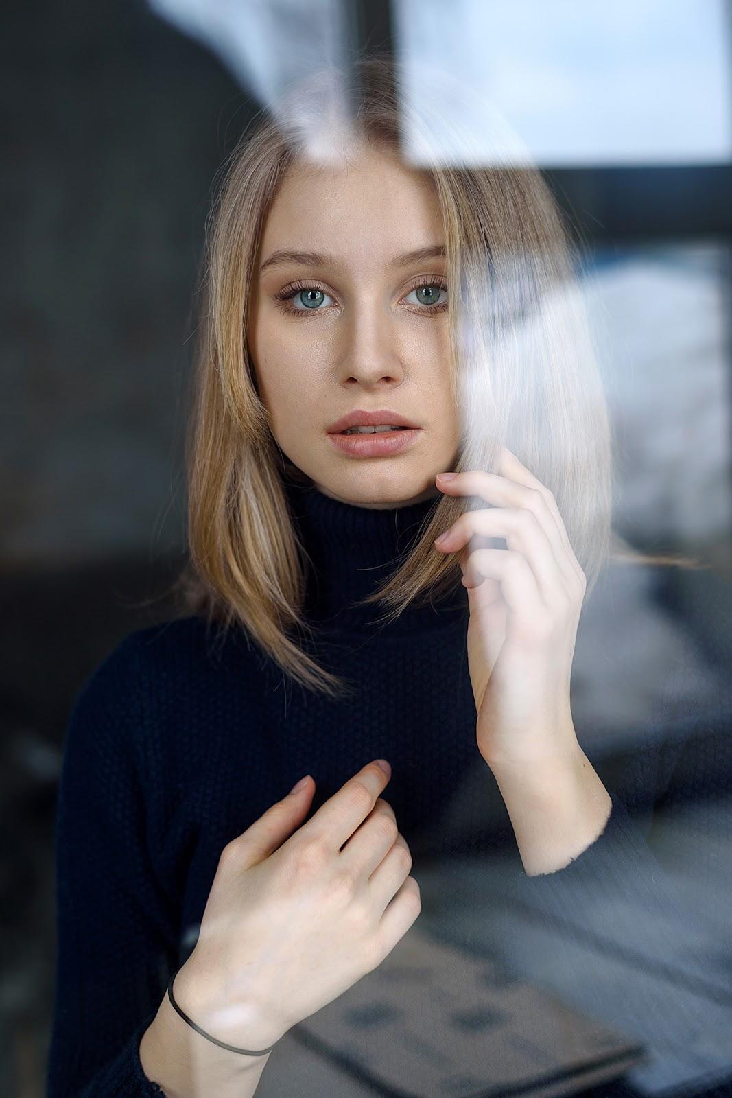 Анастасия. Портрет через стекло