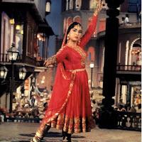 मीना कुमारी फिल्म पाकीज़ा में ठाड़े रहियो गाने के दौरान
