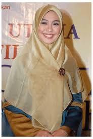 Model Hijab Segi Empat Oki Setiana Dewi Untuk Pesta
