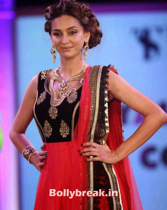 Shibani Dandekar, Aditi Rao, Shazahn, Rochelle at Retail Jeweller Indian Trendsetter 2014 Show