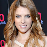 ANNA KENDRICK MAKES CUTE FACES AT IHEARTRADIO EVENT