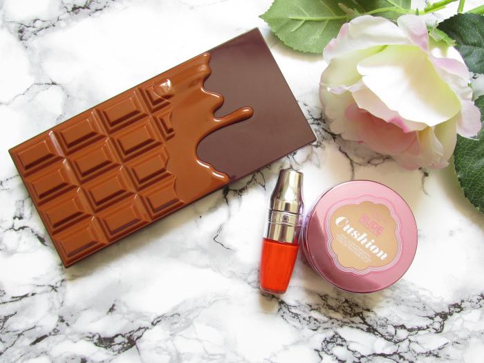 L´Oréal - Nude Magique Cushion Foundation - Lancome - Juicy Shaker in Apri-Cute - Makeup Revolution - Salted Caramel Eyeshadow Palette