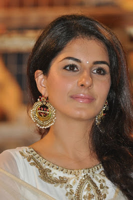 isha-talwar-learnt-riding-bike-in-20-mn