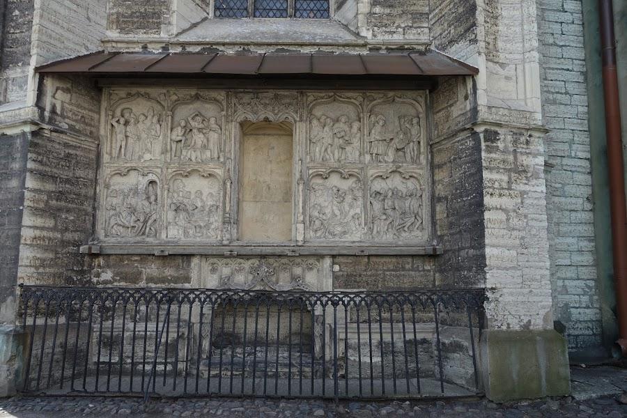 聖オレフ教会=オレヴィステ教会(Oleviste kirik) キリスト教受難のレリーフ