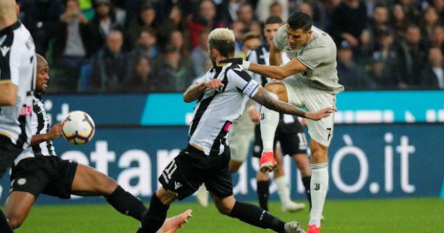 MU khốn khó: Mourinho chưa an toàn, Ronaldo - Chelsea cho bay ghế? 3