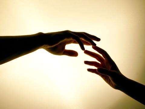 Genggamlah tanganku dan jangan kau lepaskan
