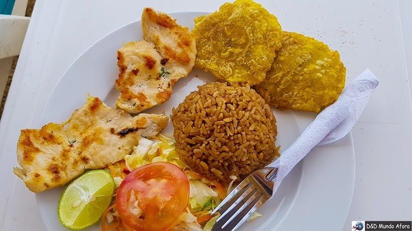 Almoço típico na Playa Blanca na Isla Baru - Diário de bordo: 4 dias em Cartagena