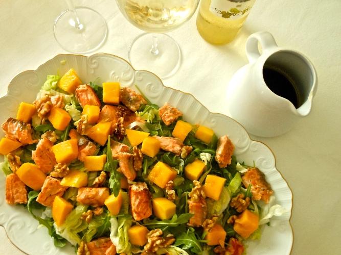 Ensalada templada de salmón y mango con vinagreta dulce
