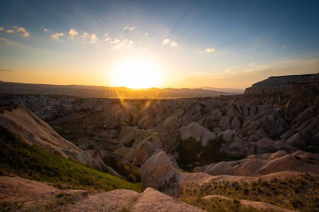 Tramonto alla Red/rose Valley (Kizilgukur seyir tepesi)-Cappadocia