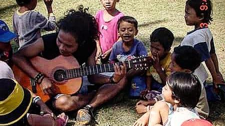 Vokalis Payung Teduh, Mungundurkan Diri.. Alasanya Mengejutkan...