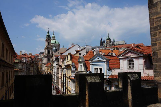 san Nicolas y el castillo de praga desde Torre del Puente de Malá Strana
