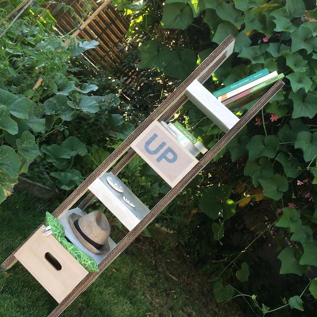 échelle-étagère en carton