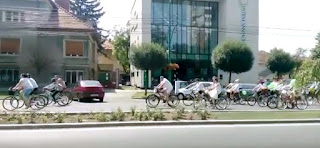 Sute de timisoreni imbracati in haine populare pe strazile orasului. FOTO si VIDEO