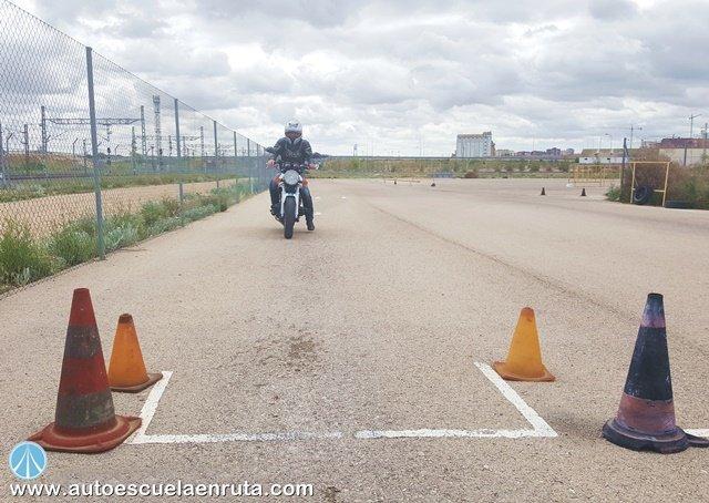 Frenada-emergencia-examen-moto-A2