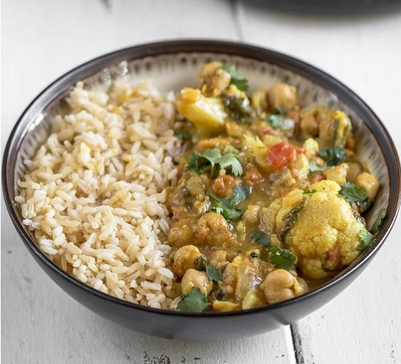 One-Pot Cauliflower & Chickpea Curry (Easy + Oil-free)