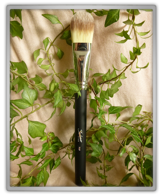 Sedona Lace Foundation brush 727