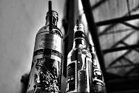 http://fineartfotografie.blogspot.de/2013/06/abgestellt-leere-flaschen-auf.html