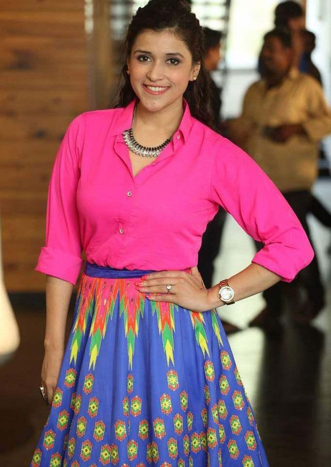 Beautiful Telugu Girl Mannara Chopra In Mini Pink Dress