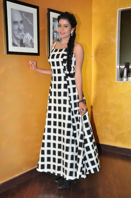 Jenny in Black n White sleeveless Skirt at Meeku Meere Maaku Meme Audio Launch