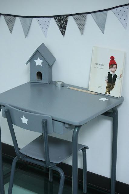 un nouveau regard relooking d 39 un bureau pour enfant en bois. Black Bedroom Furniture Sets. Home Design Ideas