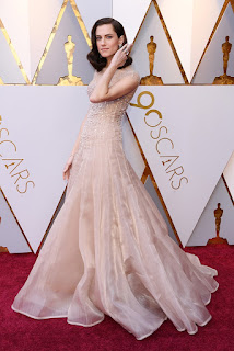 allison williams oscar kirmizi hali