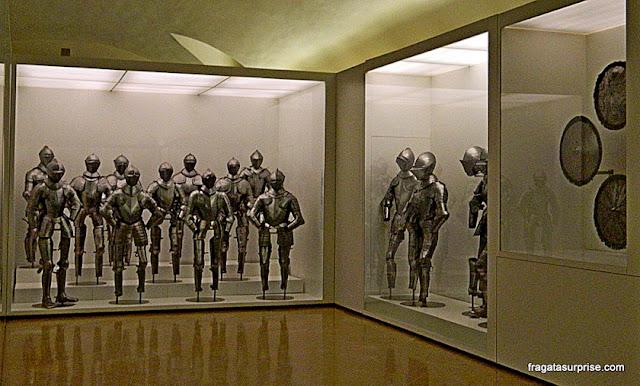 Coleção de armaduras no Museu do Exército, no Alcázar de Toledo