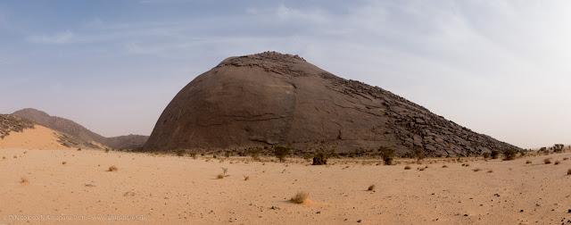 Il monolite di Aicha, nei pressi di Ben Amira