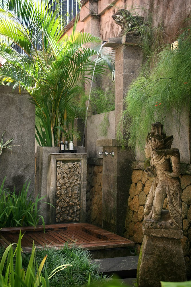 balinese-statue-ferns-shower-outdoor