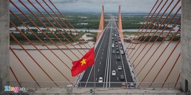 Ôtô 'dập dềnh' khi qua cầu 7.300 tỷ: Bộ GTVT yêu cầu kiểm tra ảnh 2