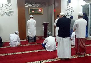 Shalat berjamaah di masjid