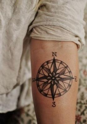 tatuaje rosa de los vientos 1