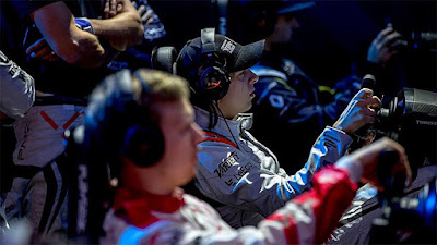 Cyber sport racing