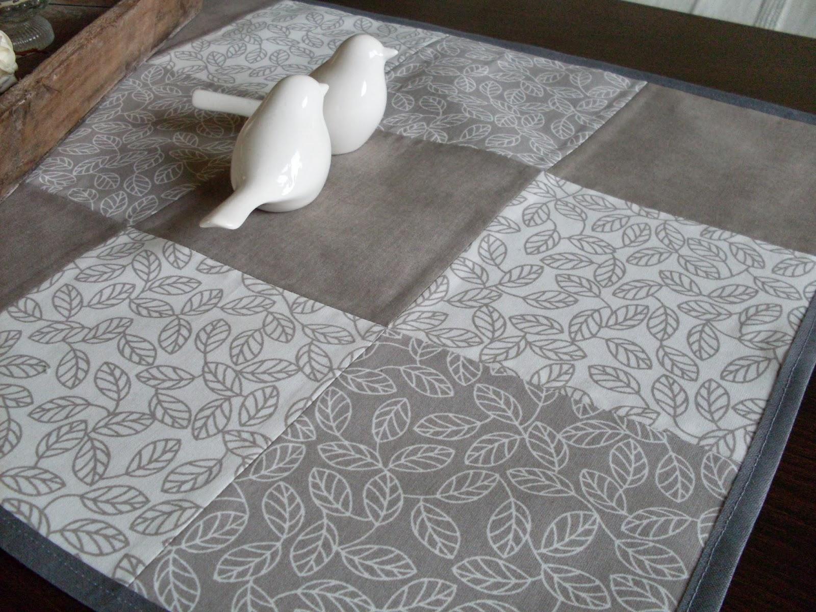 alex lernt n hen wohnzimmer patchwork tischdecke. Black Bedroom Furniture Sets. Home Design Ideas