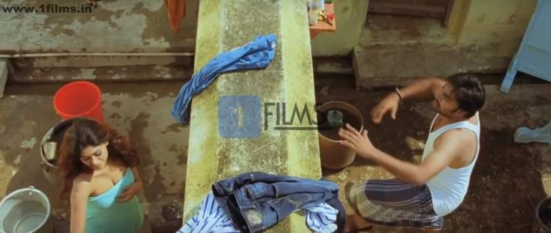actress oviya hot bathing image from kalakalappu