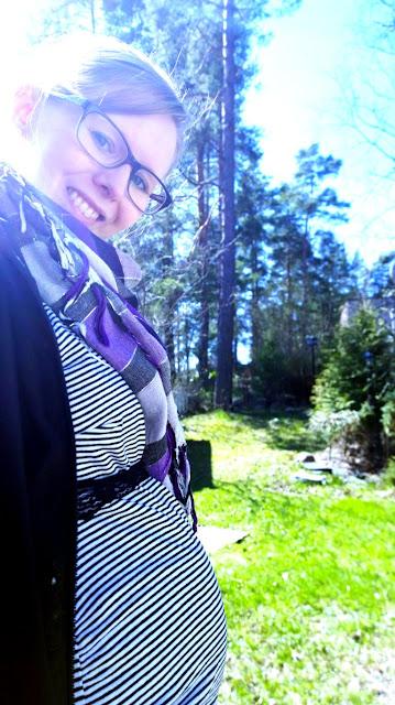 Saippuakuplia olohuoneessa- blogi, kuva Hanna Poikkilehto, raskaus, äitiys, raskauskuva