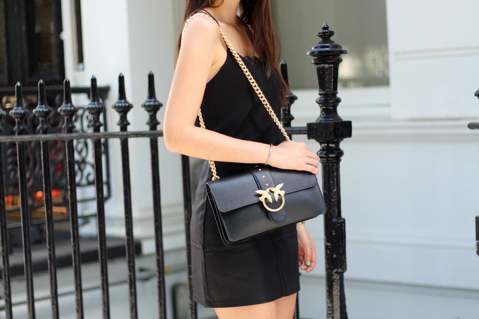 pinko bag all black summer look peexo blogger