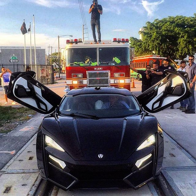 Lykan Hypersport Causes Stir In Miami With The 'Locals