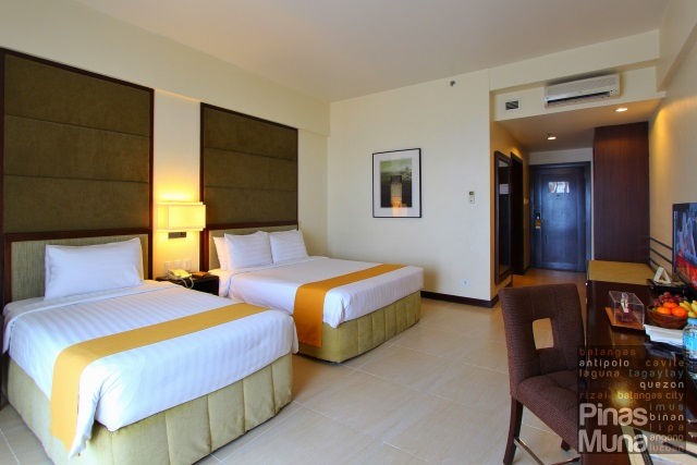 Taal Vista Deluxe Room Lake Wing