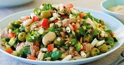 Daržovių salotos su tunu