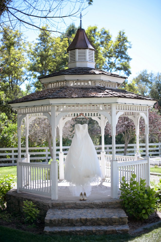 Soft and pretty vintage wedding belle the magazine for Outdoor wedding gazebo decorating ideas