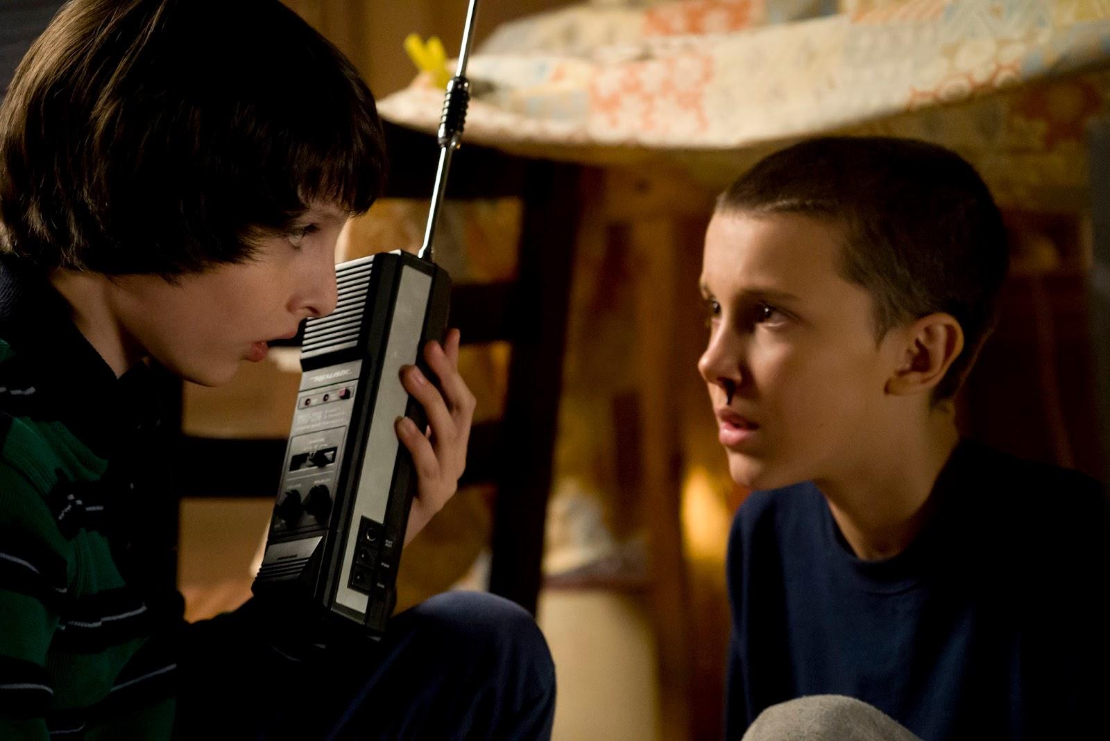 Netflix divulga primeiras imagens da aguardada série, Stranger Things com Winona Ryder