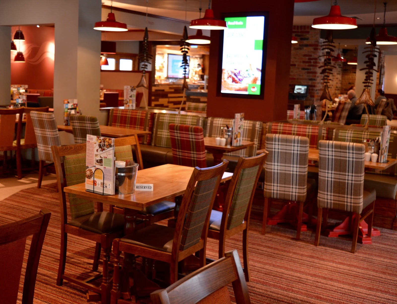 Derwent Crossing Brewers Fayre near intu Metrocentre | Play Area & Children's Menu Review - inside pub