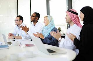 موظفون استقبال عرب الجنسيه