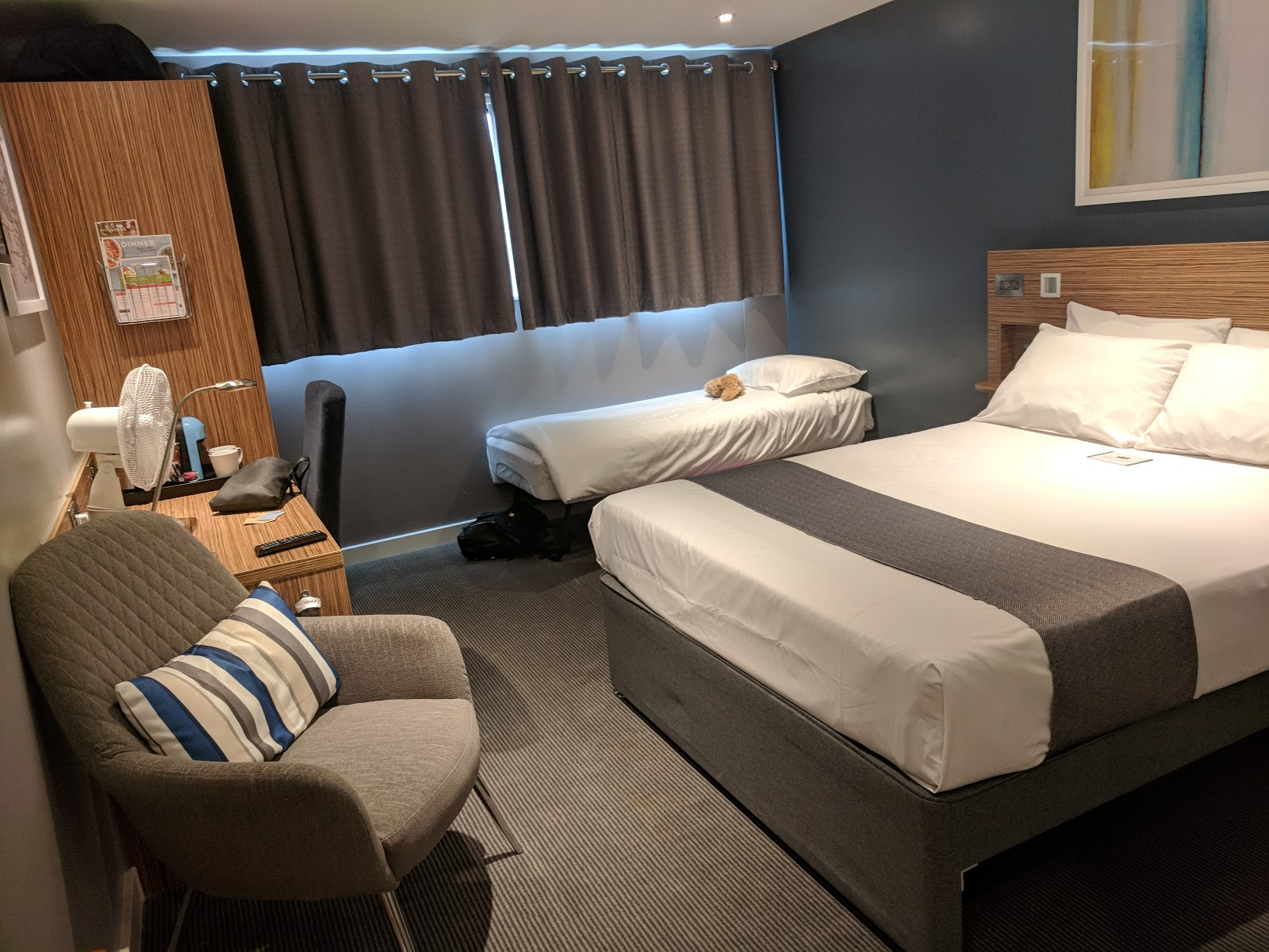 A Short Stay in Windsor with Kids  - travelodge windsor bedroom