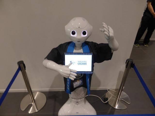 Robot en el centro de información turìstica de Tokio