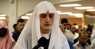 Siapakah Yang Lebih Berhak Menjadi Imam Shalat Berjamaah ?